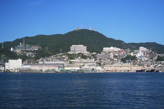 海上から見た長崎のまち