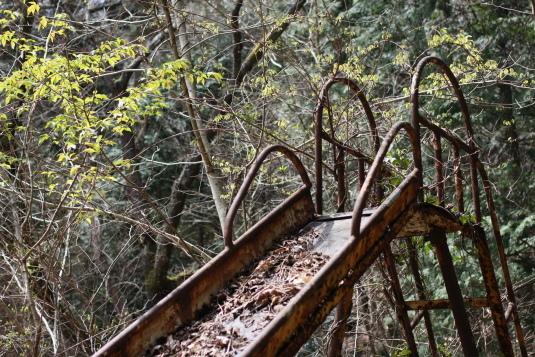 古い滑り台