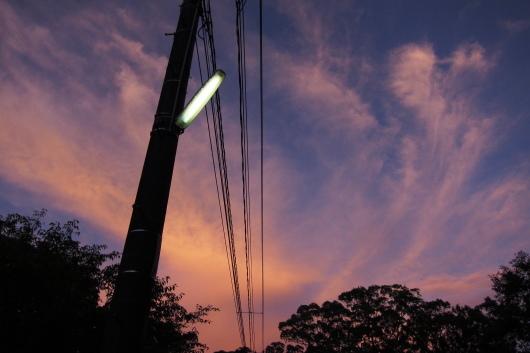 夕焼けの防犯灯